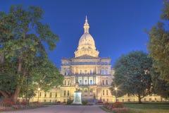 Nachtzeitbild des Hauptgebäudes in Lansing Michigan Lizenzfreies Stockbild