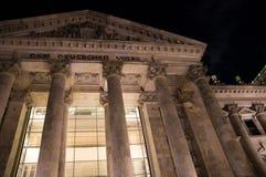 Nachtzeitnahaufnahme berühmten Reichstag-Gebäudes in Berlin, Deutschland stockfotos