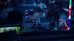 Nachtzeitversehen nahe der Überfahrt an der Station in Shibuya Tokyo stock footage