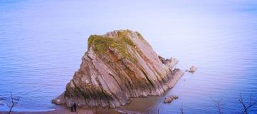 Nachylająca skała Obrazy Royalty Free