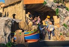 Nacimiento de Jesús en el pesebre en un cuadrado italiano típico del ` s de San Pedro del ` de Presepe del ` Vaticano, Roma, Ital Fotos de archivo