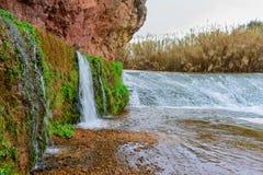 Nacimiento del agua en la roca Foto de archivo libre de regalías