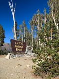 Nacional Forest Welcome Sign de Inyo foto de archivo libre de regalías