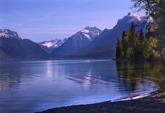 Nacional Montana del glaciar de la reflexión de McDonald del lago Imagen de archivo