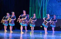 Nacionalidade deondulação pequena da dança-Tujia Fotos de Stock Royalty Free