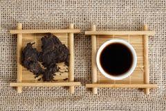 Naciskająca kawałka Puer herbata Zdjęcia Royalty Free