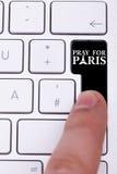Naciskowy czarny guzik z ono modli się dla Paris znaka i teksta Obraz Stock