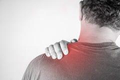 Nackenverletzung in den Menschen Nackenschmerz, Gelenkschmerzenleute medizinisch, Monotonhöhepunkt am Nacken Stockfoto
