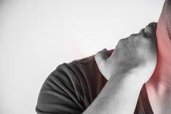 Nackenverletzung in den Menschen Nackenschmerz, Gelenkschmerzenleute medizinisch, Monotonhöhepunkt am Nacken Stockbild