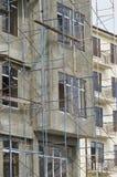 Nackte Betonmauer ohne Einfassungen im Gebäude mit neuem Gewinn lizenzfreie stockbilder