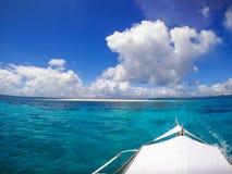 Nackte Insel auf Boots-Ausflug stockfoto