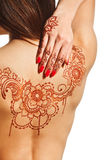 Nackte Rückseite des jungen Mädchens mit Hennastrauch mehendi Lizenzfreie Stockbilder