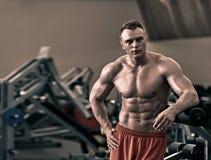 Nackter athletischer Bodybuilder lizenzfreie stockfotos