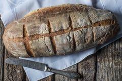 Naco artesão caseiro rústico do pão cozido foto de stock royalty free