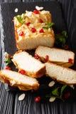 Naco de leite condensado de pão saboroso fresco decorado com ch secado fotografia de stock