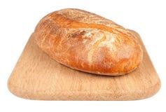 Naco de um pão em uma placa de desbastamento imagens de stock