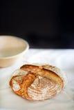 Naco do pão de sourdough, marcado e cozido recentemente no forno imagem de stock royalty free