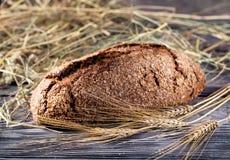 Naco do pão preto quente no fundo borrado foto de stock royalty free