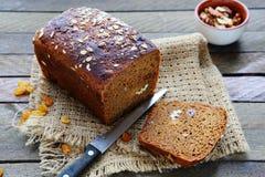 Naco do pão de centeio com porcas e passas Fotos de Stock