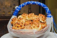 Naco e bolos ucranianos saborosos tradicionais do pão do casamento para convidados como um presente no casamento Imagens de Stock Royalty Free