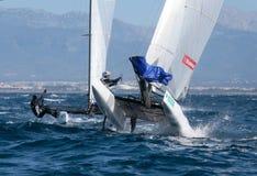 Nacra在赛船会期间的类航行在马略卡跳跃的细节 图库摄影