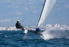 Nacra 17 klasse die tijdens regatta in het detail van de palmade Mallorca bemanning varen Stock Foto's