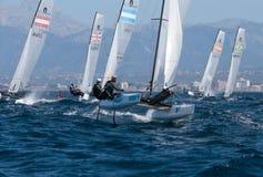 Nacra 17 klasse die tijdens regatta in palma DE Mallorca varen Royalty-vrije Stock Fotografie