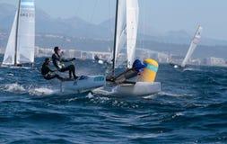 Nacra 17 klasse die tijdens regatta in palmade Mallorca bemanning varen Royalty-vrije Stock Fotografie