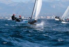 Nacra 17 klasse die tijdens regatta in palmade Mallorca detail varen Stock Afbeeldingen