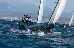 Nacra 17 klasse die tijdens regatta in palmade Mallorca detail varen Stock Fotografie