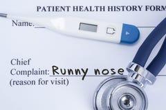 Naczelny reklamacyjny cieknący nos Papierowa cierpliwa zdrowie historii forma, na której piszą reklamacyjnym cieknącym nosie jako zdjęcia royalty free