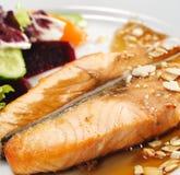 naczynia łowią gorącego łososiowego stek Fotografia Stock