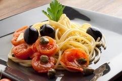 naczynia świezi spaghetti pomidory zdjęcia royalty free