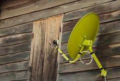 naczynia drewniany domowy satelitarny zdjęcie stock