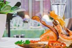 naczynia garneli stół Obrazy Royalty Free