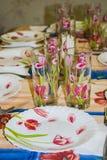 Naczynia na stole dla świątecznego gościa restauracji lub lunchu Zdjęcie Royalty Free