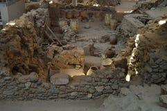 Naczynia Spektakularnie Konserwujący Wśród A setu domy w Archeologicznym miejscu Acrotiri Archeologia, historia, podróż zdjęcia stock