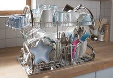 Naczynia suszy na metalu naczynia stojaku Obraz Royalty Free