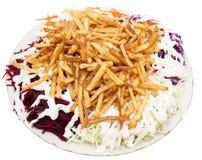 Naczynie dłoniaki z majonezem i warzywami na białym tle zdjęcia royalty free