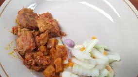 Naczynie z menu wołowina lub powszechnie nazwany rendang z zalewami obrazy stock