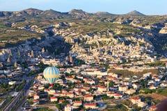 Nad Cappadocia balonowy gorącego powietrza latanie Zdjęcia Royalty Free