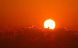 Nad chmurami genialny pomarańczowy wschód słońca Zdjęcia Stock