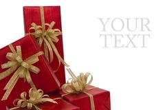 nad czerwonym biel pudełkowaty tło prezent Obrazy Stock