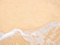 nad dennego brzeg widok Przypływ na piaskowatej plaży Zdjęcie Royalty Free