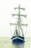 nad fira Greece wyspa blisko żeglowania santorini dennego statku widok Obrazy Royalty Free