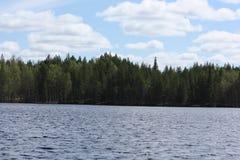 Nad jeziorem chmurny niebo obraz royalty free