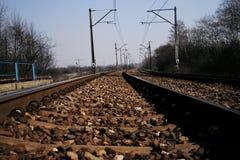 nad kolejowymi ośniedziałymi kamieniami szczegółu ciemny żelazo trenuje Zdjęcie Stock