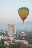nad lotniczego balonu miasta kolorowy lot gorący Obraz Royalty Free