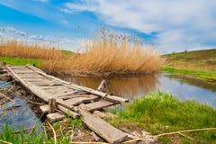 nad mały drewnianym bridżowa zatoczka Zdjęcie Stock