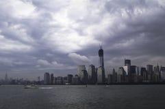 Nad Miasto Nowy Jork dramatyczny podeszczowy chmurny niebo Obrazy Royalty Free
